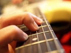 Opanuj podstawowe chwyty gitarowe