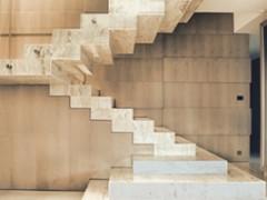 Schody z kamienia jako ozdoba nowoczesnego domu.