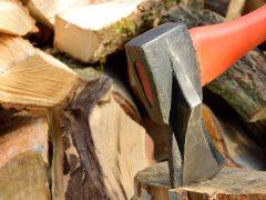 Rozbijanie drewna za pomocą urządzeń elektrycznych