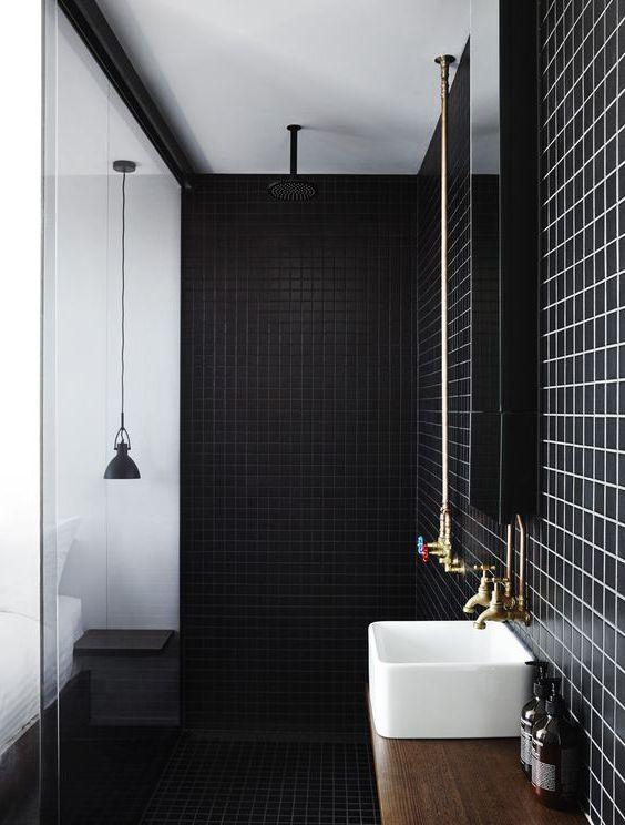 Czarne płytki do łazienki